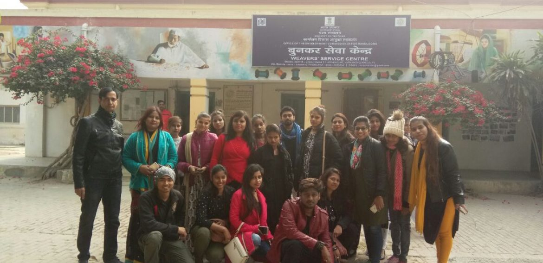 JD Patna Students visit Varanasi to understand weaving